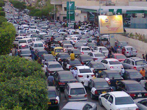 طوابير البنزين في طرابلس